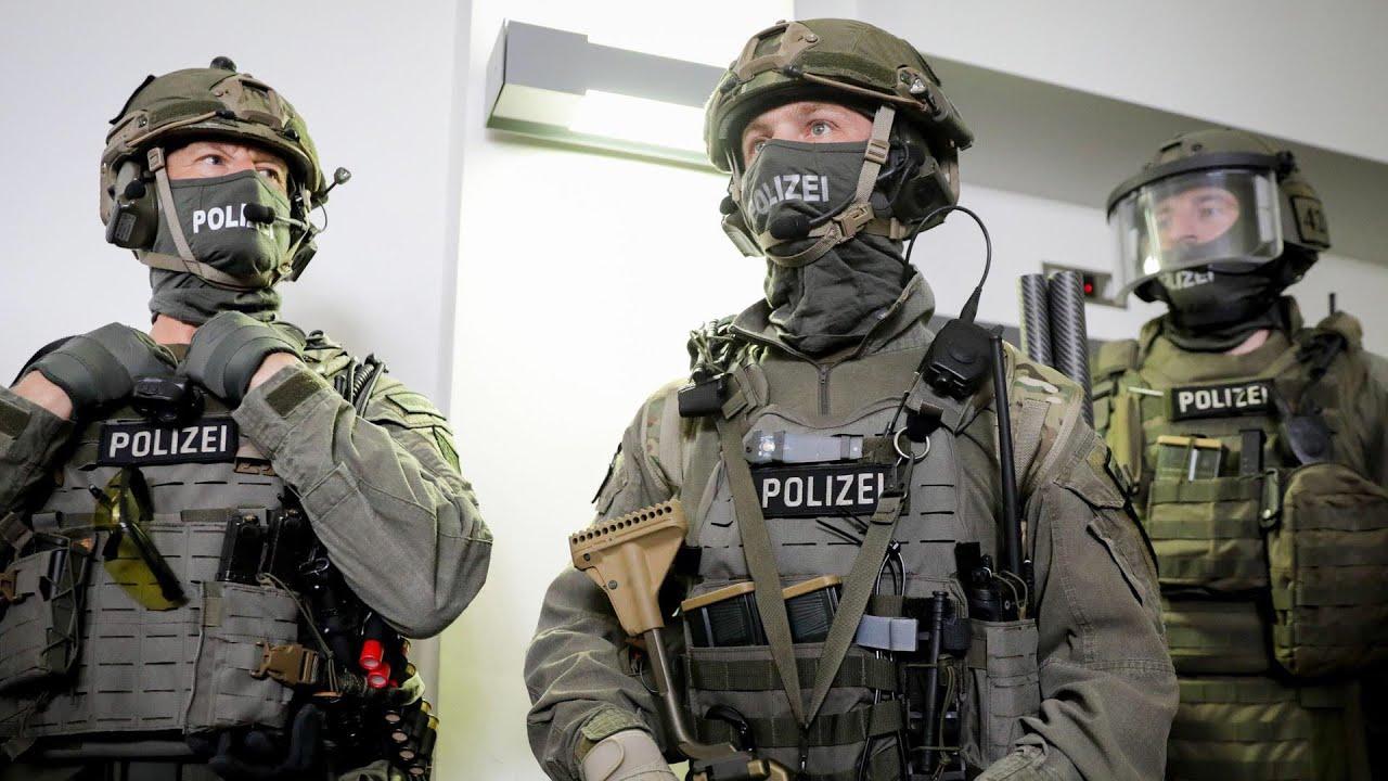 Download Im Dienst Deutschlands: GSG9 - Elite der Polizei   DOKU HD