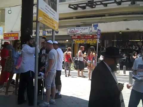 ISRAEL- Allenby-Nakalat Binyamin-Shenkin Street Tel-Aviv Friday Morning.mp4
