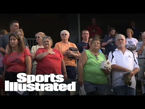A Broadway star surprises baseball fans with more verses of the National Anthem   Sports Illustrated