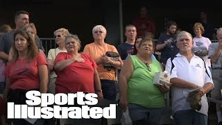 A Broadway star surprises baseball fans with more verses of the National Anthem | Sports Illustrated