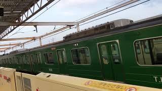 早朝、停車中の青ガエル車両に遭遇!東横線、元住吉駅にて。2019-4.