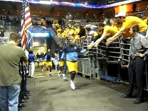 Marquette Golden Eagles Basketball Team Takes The Court w/ Student Section MU Fanatics (2/27/11)