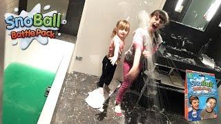 INCROYABLE • Bataille de Boules de Neige à l