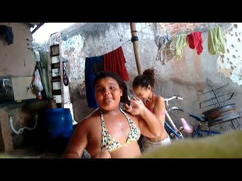 Tomando banho de mangueira com minha prima💖💕😂