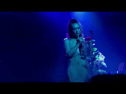 Kali Uchis Performs her new song