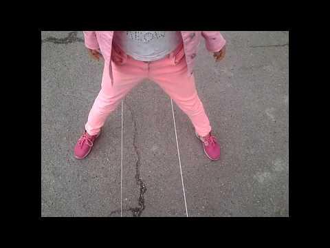 Игра резиночка на ногах как играть видео