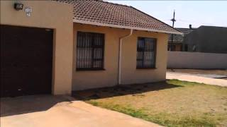 2 Bedroom House For Sale in Vanderbijlpark, South Africa for ZAR 450,000...