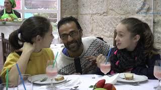 Sabela e Alba desfrutaron dun almorzo saudable