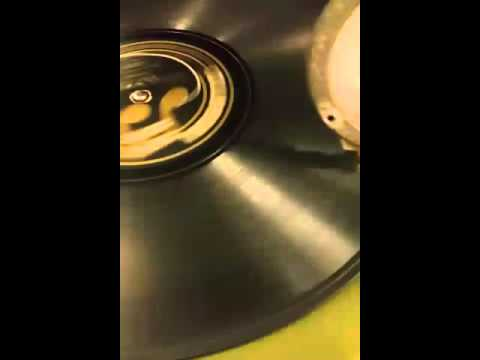 An old dying record player from 1920s playing music n shit