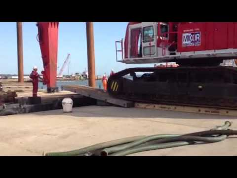 Loading a 250T Excavator Mob onto Crane Barge 1750 - Williams Shipping Marine Services