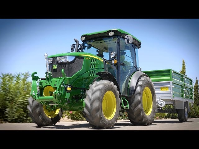 5G tractor series walk around. John deere
