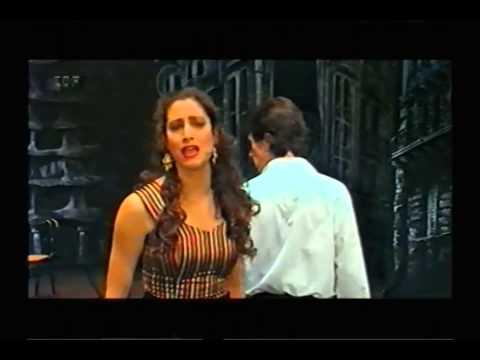 Musical Gaudi - Film Sequence - Standing on higher ground - Renée Knapp + John Cashmore