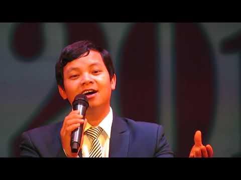 [05] Фрагменты концерта к 100 летию Октября. Вьетнамский солист.