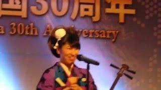 民謡歌手&津軽三味線奏者の大黒恵子さんが手話と共に歌う花。 中国に刺...