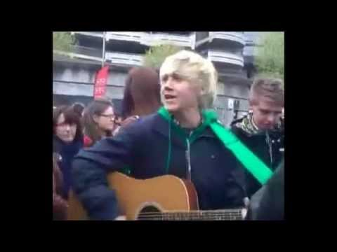 Niall Horan sing one time
