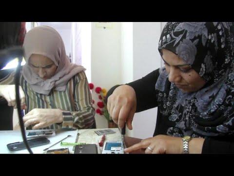 دورة تدريبية في صيانة الهواتف للنساء بنغازي  - 23:22-2017 / 12 / 10