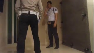 Download Video office Sparing : Satpam (BIG)  vs polisi (Muscle) MP3 3GP MP4