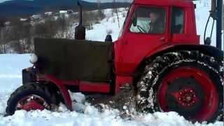Трактор МТЗ в снігу