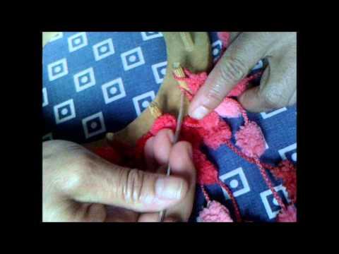 Cachecol com fio pompom no tear redondo - YouTube 95c78ac1fa6