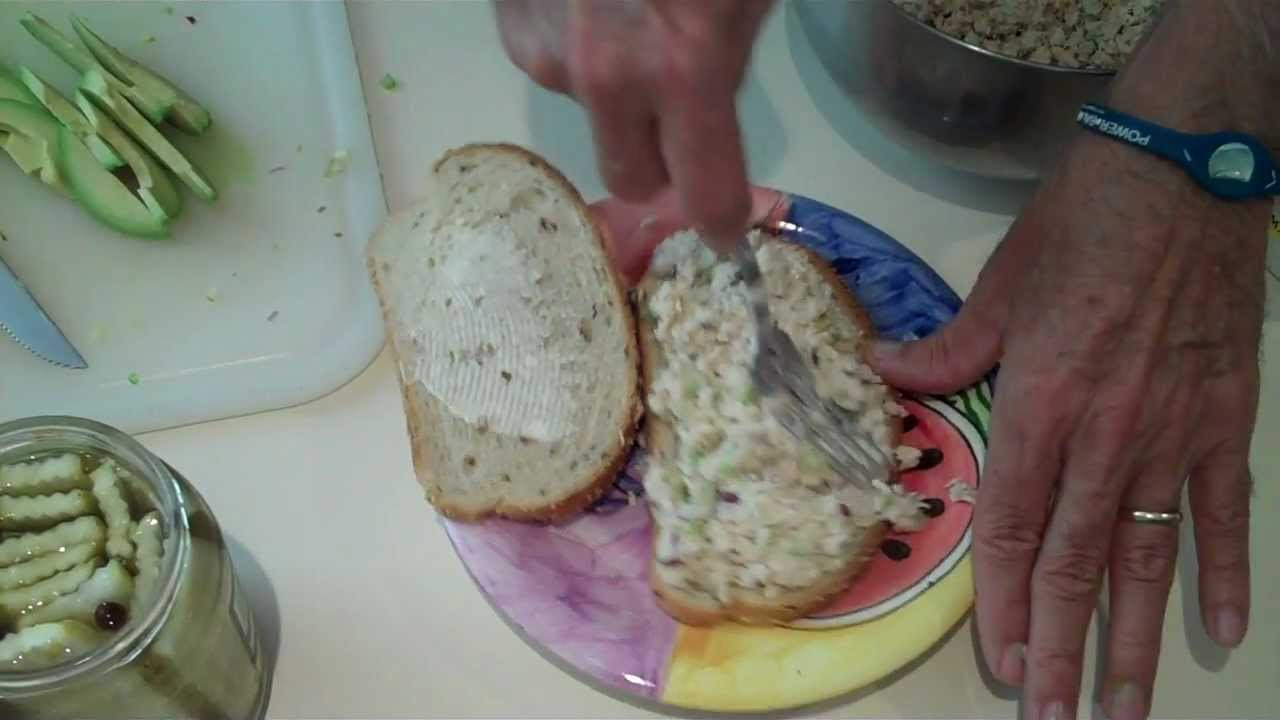 How to make the best tuna sandwich ever funnycat tv for How to make a tuna fish sandwich