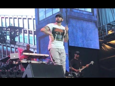 Eminem And 50 Cent - Crack A Bottle (Twickenham Stadium, London).