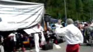 Piratenkoor Voorwaarts Voorwaarts zingt onverstoorbaar door achter een dekkleed