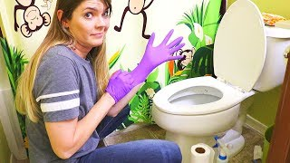 NASTY BATHROOMS CLEANING MOTIVATION // CLEANING MOM