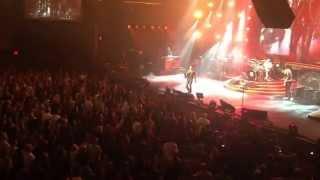 Скачать Adam Lambert исполняет песню группы QVINE