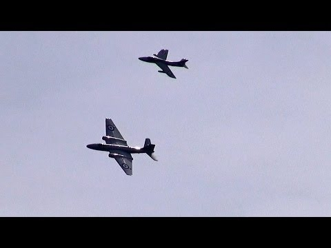 Great Sounding Canberra & Hunter Jets at Folkestone Airshow.