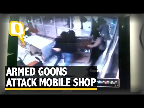 The Quint: Caught on Cam: Armed Goons Attack Mobile Shop in Allahabad