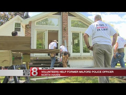 Volunteers, Police Officers make former Milford police officer's house handicap accessible - Dauer: 50 Sekunden