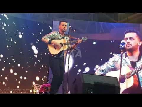 Atif Aslam Performing Aadat Unplugged Live At Dubai Global Village