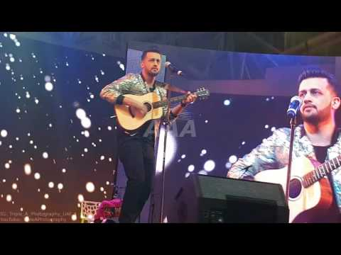 Atif Aslam Performing Aadat Unplugged  At Dubai Global Village