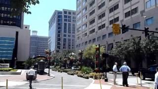 № 1262 США Прогулка по городу Орландо странный мужчинка