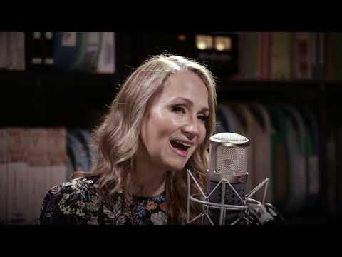 Joan Osborne - Buckets Of Rain - 8/31/2017 - Paste Studios, New York, NY