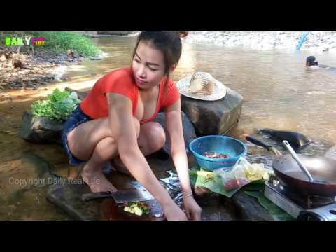 Amazing Cute girl Cooking Eel Recipe Village Style On River - How to cook Eel - Enjoy Village Food