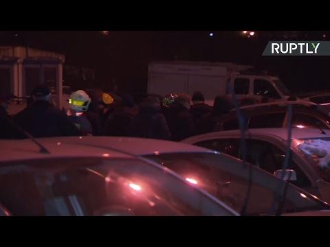 Москвич, удерживавший в квартире жену и трёх детей, выпрыгнул из окна — LIVE