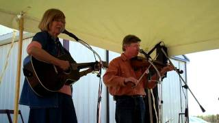 Judy And Warren Waldron ~ Ya Gotta Quit Kickin My Dog Aroun