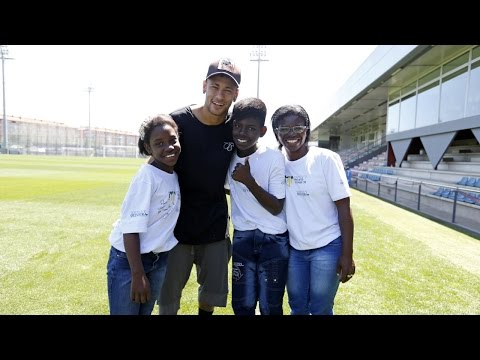 Neymar Jr Welcomes Two Children From His Foundation To Barcelona