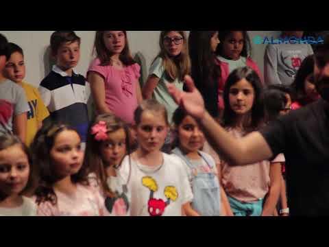 Crianças de todas as escolas do concelho cantam o hino de Torres Novas
