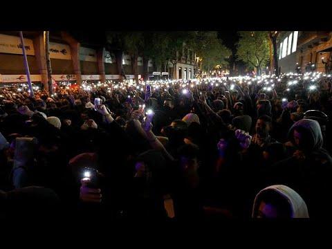 فيديو: صدامات في برشلونة بين الشرطة ومحتجين يؤيدون استقلال إقليم كتالونيا…  - نشر قبل 8 ساعة