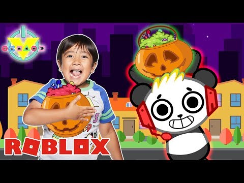 RYAN HALLOWEEN TRICK OR TREATING WITH COMBO PANDA IN ROBLOX! Let's Play Roblox Halloween Night