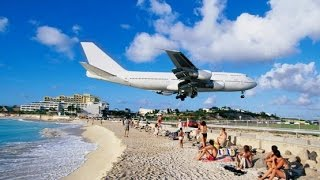 Самолет заходит на посадку в Адлер