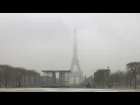 FRANCE. Snow in Paris closes Eiffel Tower