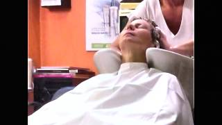 Short hair blond lady backward saloon strong shampoo