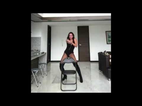 Девушка исполняла танец для конкурса и что-то пошло не так :)