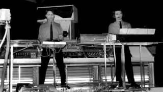 Kraftwerk - Ohm Sweet Ohm (Hammersmith Odeon, London 1981-07-03. Live)