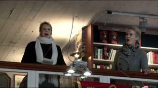 """Flashmob """"Hallelujah!"""" door het Deventer Vocaal Ensemble bij boekhandel Praamstra"""