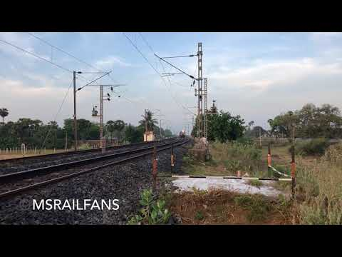 HONKING ED WDM3A LEADS 22624 MAHAL SUPER FAST EXPRESS : INDIAN RAILWAYS