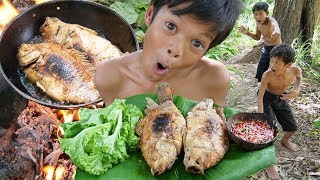 Survival In The Rainforest - Cooking Fish Recipe And Eating In Forest